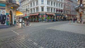 Auf dem Foto sieht man die Ecke Louisenstraße / Rothenburger Straße. Umgangssprachlich auch Assieck genannt.